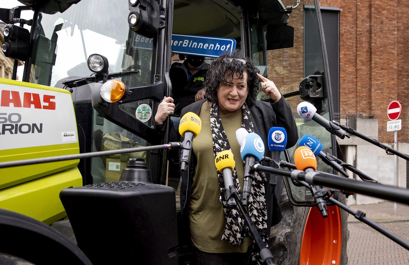 Partijleider Caroline van der Plas van de BoerBurgerBeweging (BBB) op het Binnenhof, de dag na de Tweede Kamerverkiezingen.