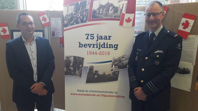 De Woensdrechtse burgemeester Steven Adriaansen (links) en luitenant-kolonel Jos van Berlo van de Koninklijke Luchtmacht zijn tevreden dat ze op 5 oktober een evenement met onder meer historische vliegtuigen kunnen houden op Vliegbasis Woensdrecht, voor inwoners, veteranen en personeel.