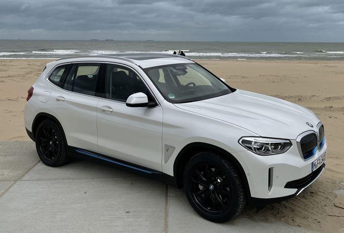 De iX3, de naam zegt het al een beetje, is de elektrische variant van de BMW X3.