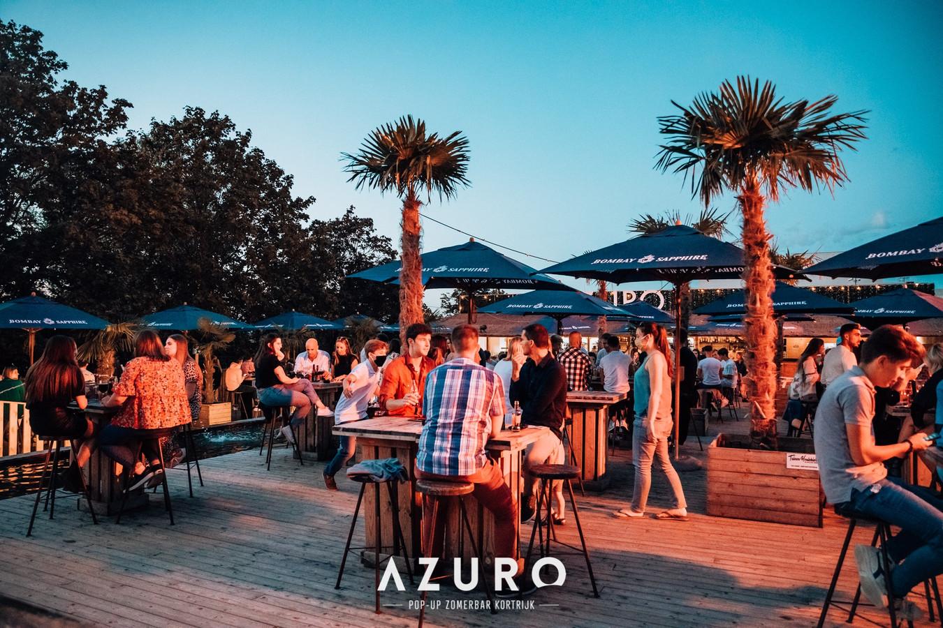 """Le bar d'été """"Azuro"""", près du centre de construction Pottelberg, rouvrira bien le 15 mai prochain, car il est devenu incontournable dans le paysage de Courtrai."""