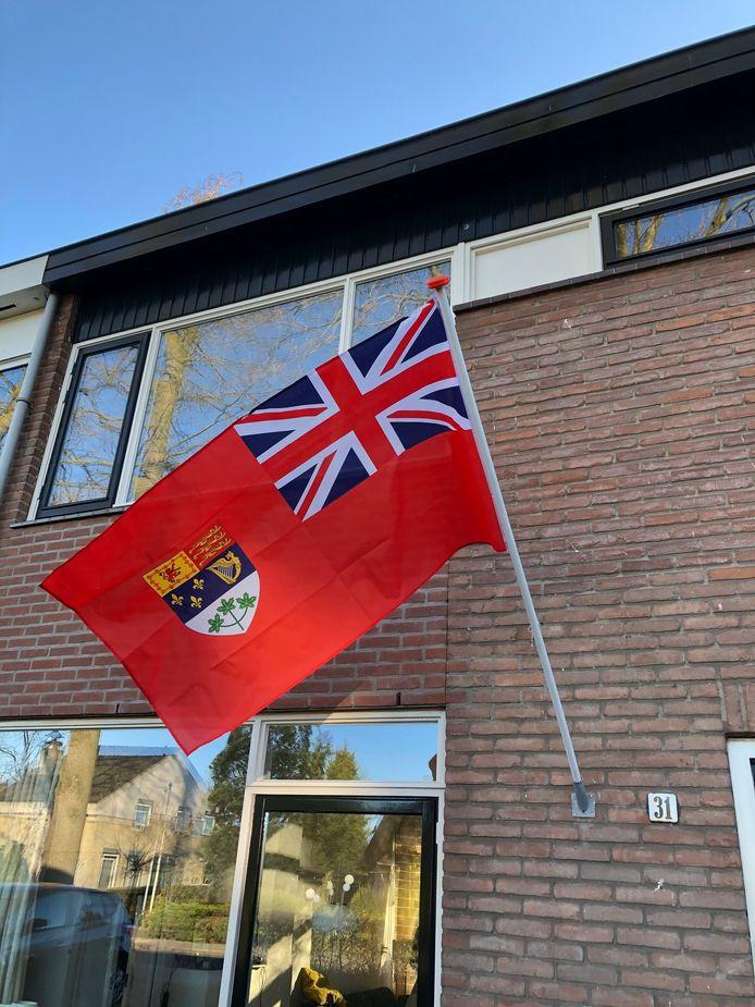 De oude Canadese vlag hangt in Doetinchem.