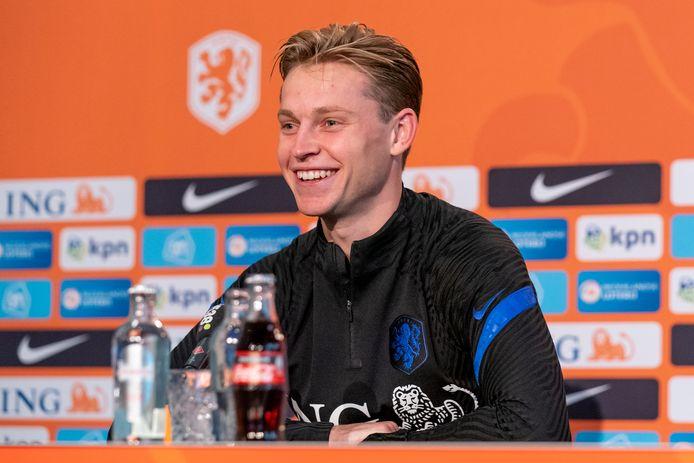 Frenkie de Jong tijdens de persconferentie in Zeist.