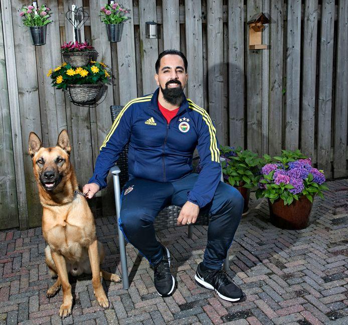 Rabun Toprak met zijn hond Pasa. Foto René Manders/fotomeulenhof