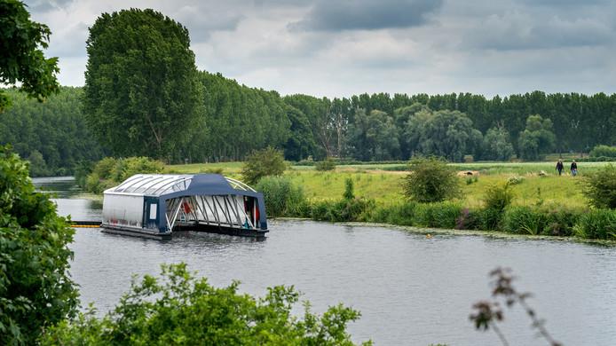 Met deze constructie wordt plastic verwijderd in de Dieze in Den Bosch.