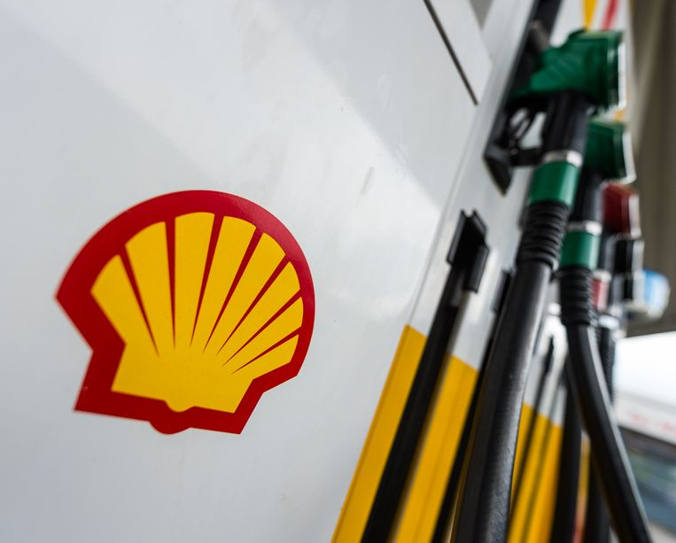 Het logo van Shell op een benzinepomp. Beeld Christophe Gateau/dpa
