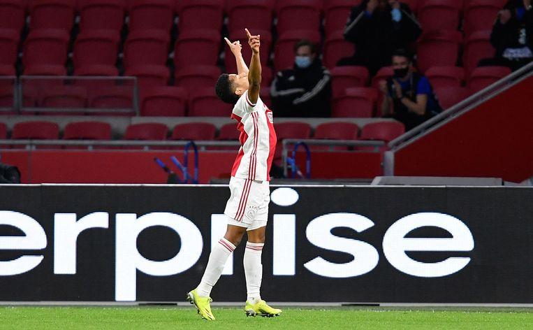Neres van Ajax viert de 2-1. Beeld AFP
