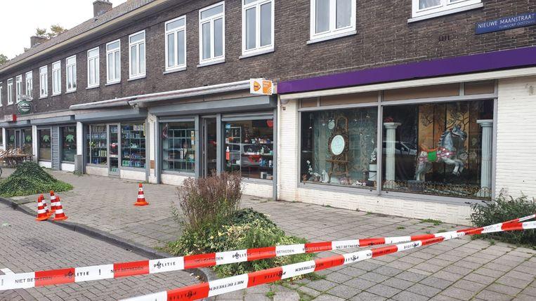 De Nieuwe Maanstraat is deels afgezet. Beeld Politie Amsterdam