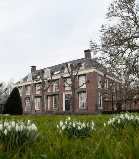 Zorgen bij CDA Stichtse Vecht over verloederend voormalig gemeentehuis Loenen