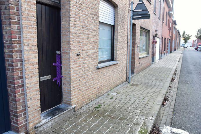 De woning in de Nachtegaalstraat in Wevelgem waar het levenloze lichaam van Jill Himpe (36) werd aangetroffen.