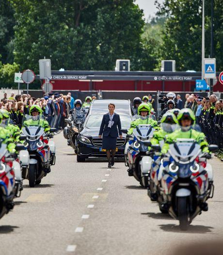 Groots en beladen afscheid voor motoragent Arno (47): 'Je komt aan iemand van de blauwe familie'