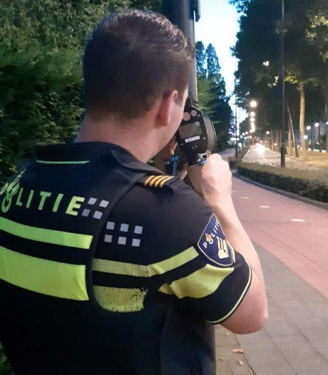 Politie controleert op snelheid na crash op Prins Hendrikbrug