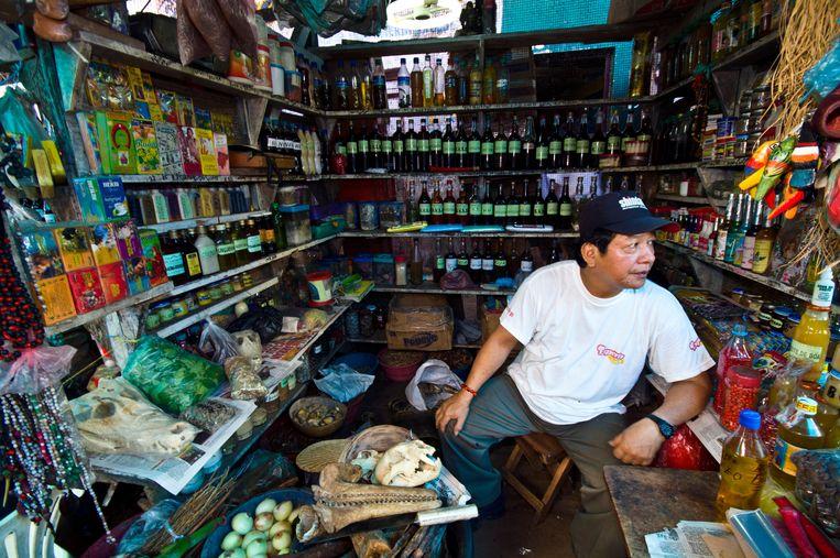 Een winkeltje waar onder meer jaguarschedels te koop liggen.    Beeld Alamy Stock Photo