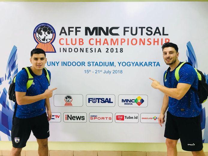Khalid El Hattach (rechts) speelde de afgelopen jaren meerdere keren in Indonesië, onder meer samen met zijn vriend Saïd Bouzambou (links).