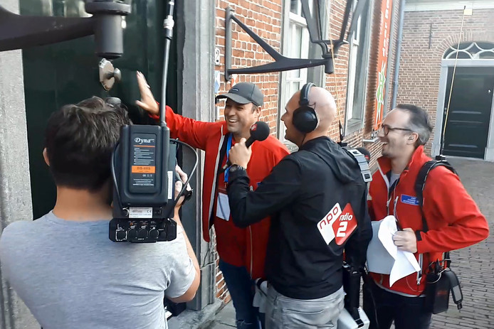 Frans Bauer moet kloppen want de bel is kapot van het Tongerlohuys in Roosendaal. Het aantal bellen van de collecteweek die NPO Radio 2 houdt voor KWF de hele week in Nederland is 5103