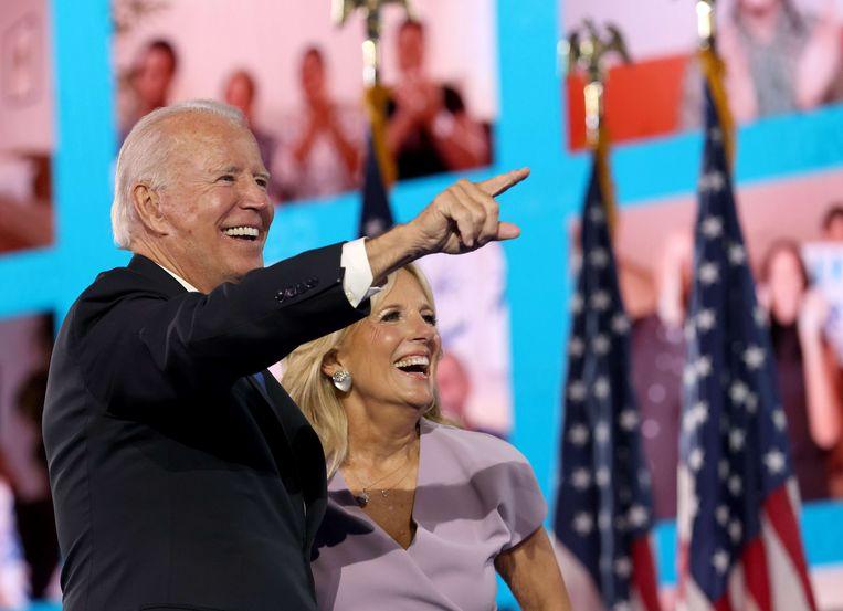 Joe Biden en zijn vrouw Jill Biden hebben online contact met aanhangers tijdens de Conventie op donderdag 20 augustus.  Beeld AFP