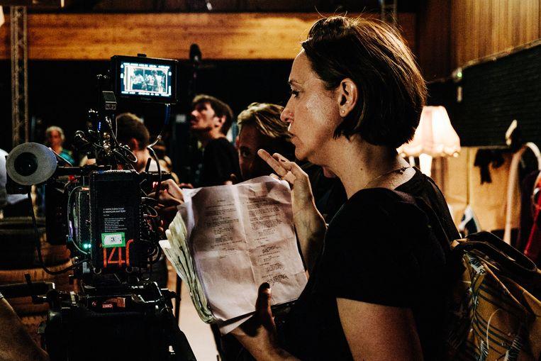 Regisseur Dorothée Van Den Berghe op de set van Rosie en Moussa. Beeld Alexander D'Hiet