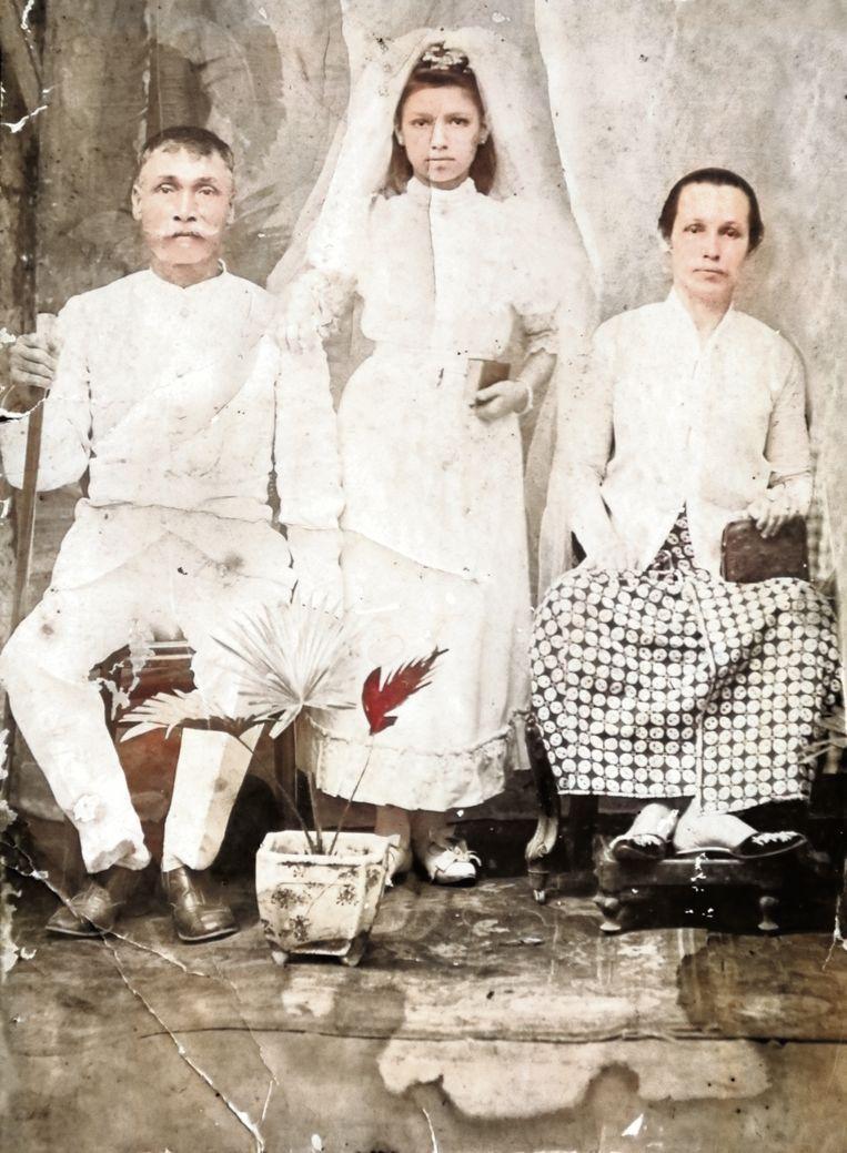 Gerrit Hendrik Croese en Mathilda Johanna Blogg, de Indische betovergrootouders van Marcel van Kanten, met dochter Anna of Suzanne, omstreeks 1870. Beeld Marcel van Kanten