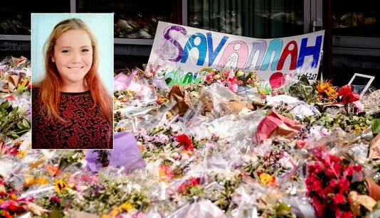 Een bloemenzee ter nagedachtenis aan de om het leven gebrachte Savannah.