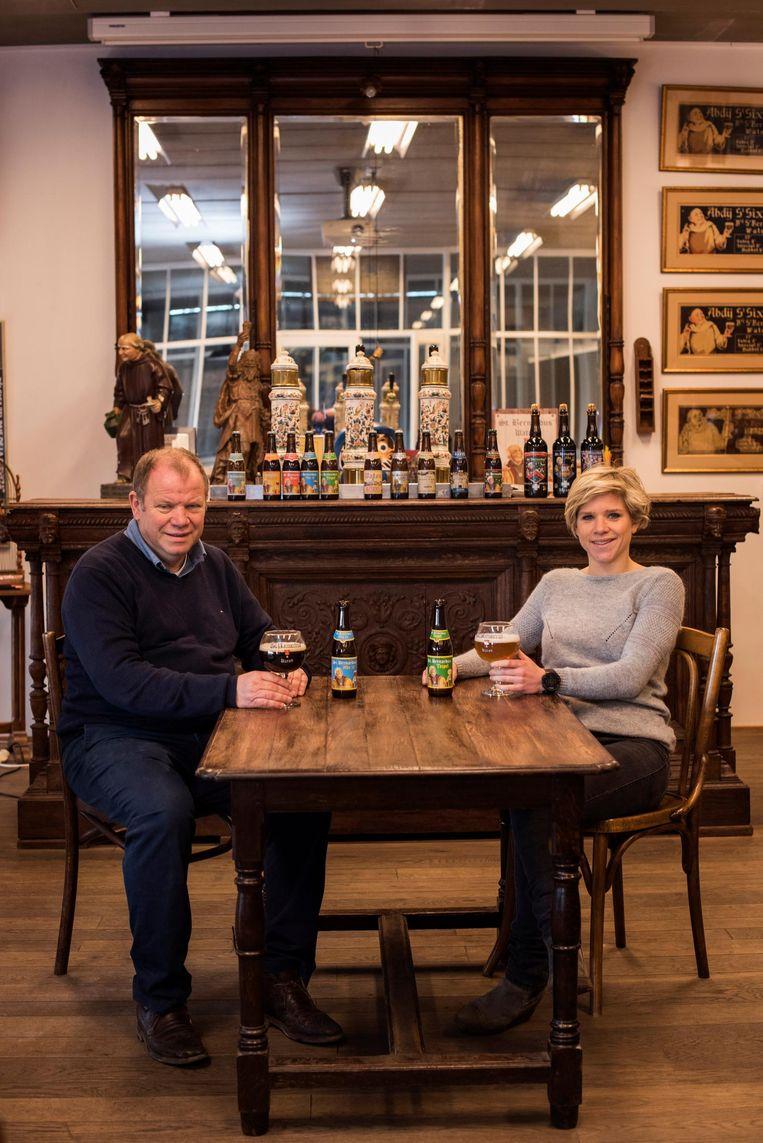 Zaakvoerder Hans Depypere met dochter Julie in de huidige degustatieruimte.
