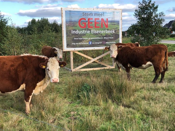 Verontruste buurtbewoners vormden al een actiegroep tegen de komst van het bedrijventerrein Ligtenbergeveld Oost/Elsenerbeek en plaatsten protestborden.