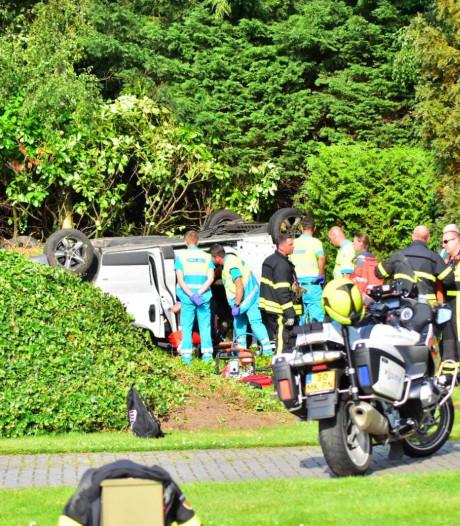 32-jarige man uit Polen overleden bij ongeluk in Oud Gastel waarbij busje over de kop vloog