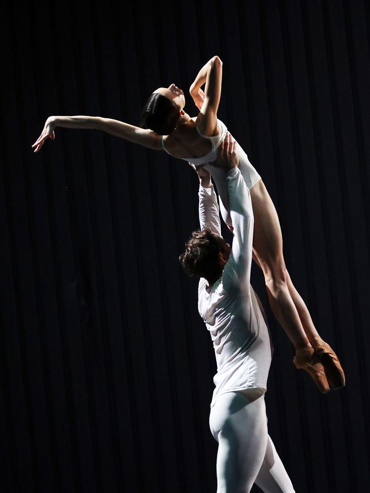 James Stout en Anna Ol, eerste solisten van Het Nationale Ballet, in Metamorphosis One van choreograaf David Dawson. Beeld Hans Gerritsen