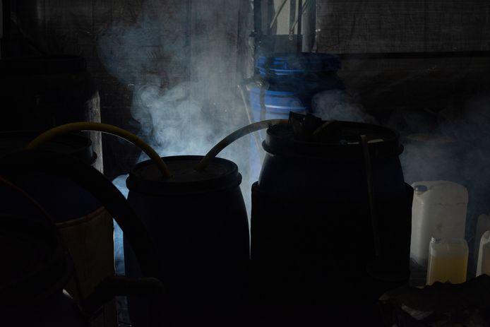 Een Brabants drugslab. De foto is gemaakt door Stan Heerkens, een 26-jarige fotograaf die opgroeide in Tilburg en onlangs afstudeerde aan de Koninklijke Academie van Beeldende Kunsten in Den Haag. De foto's bij dit artikel zijn onderdeel van zijn afstudeerproject,  'Made in Brabant', waarin hij inzoomt op de drugsindustrie.