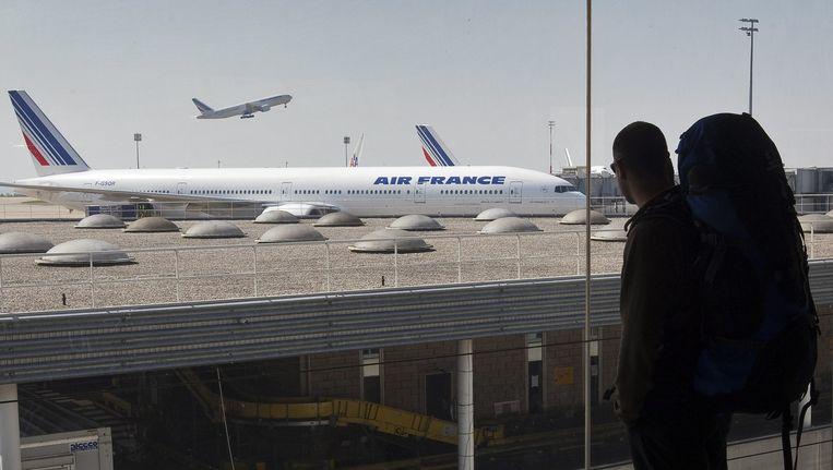 Een toestel van Air France op de internationale luchthaven Parijs-Charles De Gaulle nabij Parijs. Beeld anp