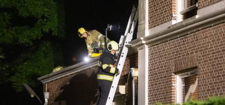 Brandweer in geweer tegen overstroming in monumentale villa in Baarn