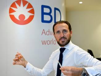 """Producent injectiemiddelen: """"8 miljoen spuiten vinden voor Belgische vaccinatiecampagne wordt zeer moeilijk"""""""