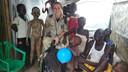 Patrouilles door het kamp.
