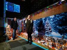Bij Mandy en Dennis is het met tientallen huisjes en heel veel lampjes al volop kerst: 'Vanwege corona doen we het eerder'