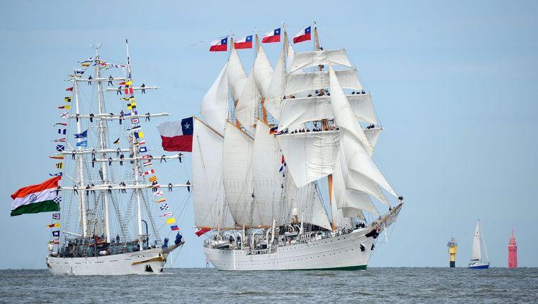 Het Chileense schip, de Esmeralda, arriveert in Bremerhaven, Duitsland, voor de opening van SAIL. Beeld epa