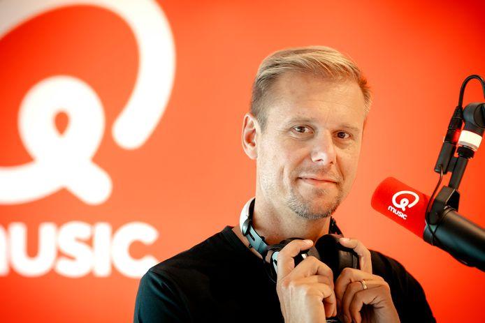 Dj Armin van Buuren in de studio van radiozender Qmusic.