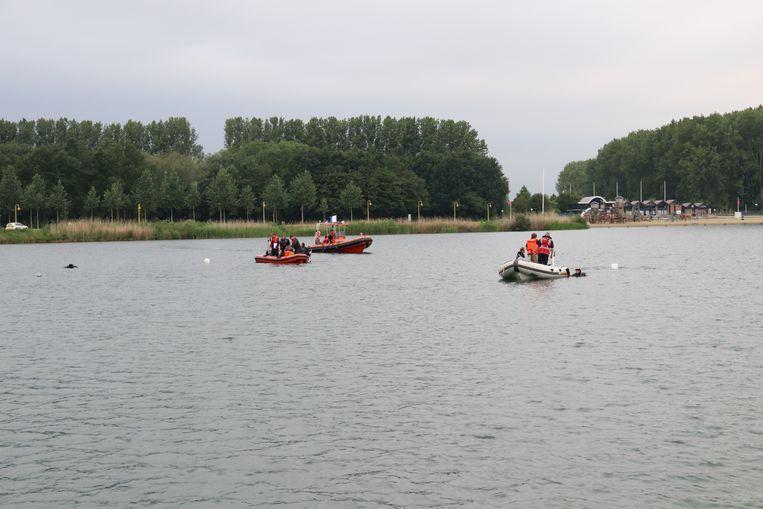 Er werden boten en duikers ingezet.