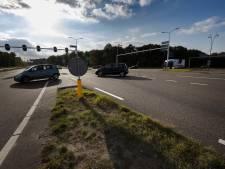 Afslaan vanaf Anthony Fokkerweg richting N2 zorgt voor gevaarlijke situaties rond Novotel