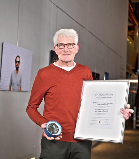 Stadshistoricus Giel van Hooff krijgt stadspenning van gemeente Helmond