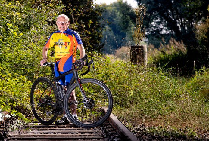 Ties Verhagen was in 1968 een van de wielrenners die het bevrijdingsvuur uit Bayeux  naar Eindhoven bracht. Zaterdag overhandigt hij het bevrijdingsvuur aan burgmeester Jorritsma.
