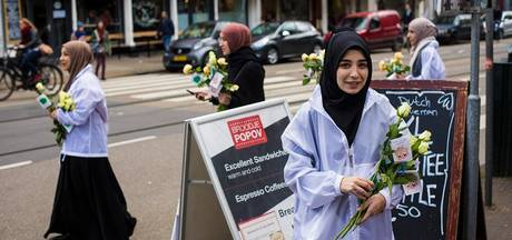 Turks-Nederlandse moslims zoeken verbinding op de Albert Cuyp