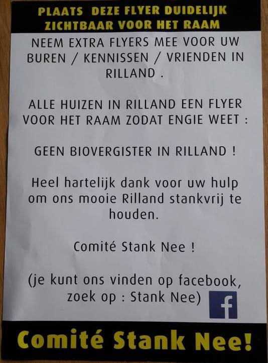 Met deze flyer voor de ramen moeten Rillanders aangeven dat ze het niet eens zijn met de komst van een biovergister naar hun dorp.