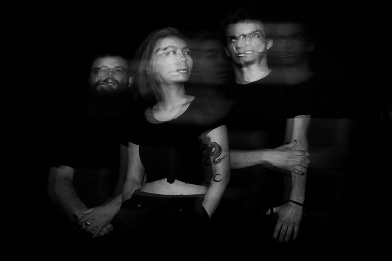 De Zwolse band D A R K D A Y S wil jongeren naar de stembus lokken met hun nieuwe single.