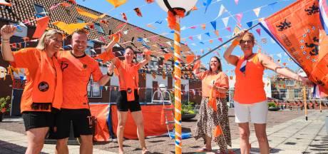 Bewoners van 's lands 'mooiste oranjestraat' genieten van saamhorigheid: 'Wolter Kroes komt hopelijk optreden'