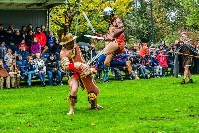 Een gladiatorengevecht tijdens het Gallo-Romeins Weekend.