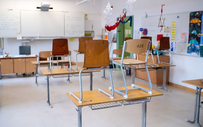 11 January 2021, Bavaria, Munich: An empty classroom in a middle school, due to coronavirus lockdown measures Bavaria's students have to learn from home. Photo: Sven Hoppe/dpa