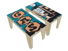 Beschilderde platen voor dichtgetimmerde Bossche winkels worden tafels