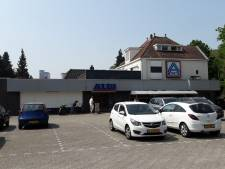 Protest in Armhoef tegen appartementen op Aldi-terrein: 'Hopelijk keurt de gemeente het af'