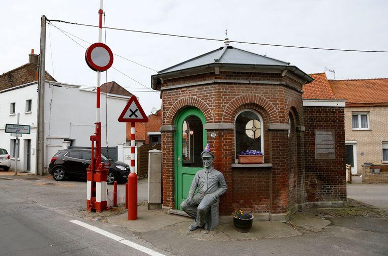 Een oud douanehuis op de grens tussen België en Frankrijk. Beeld REUTERS