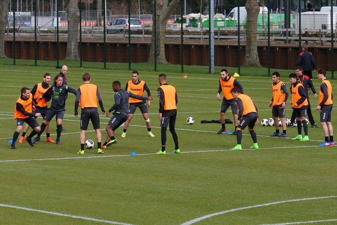 Training FC Utrecht op Sportpark Zoudenbalch.