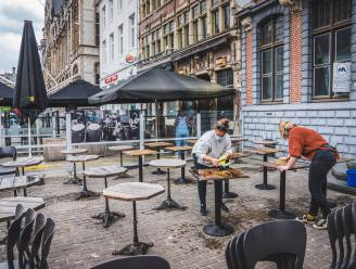 """Burgemeester van Gent over plexi-gate: """"Geen boetes voor wie toch met schermen werkt"""""""