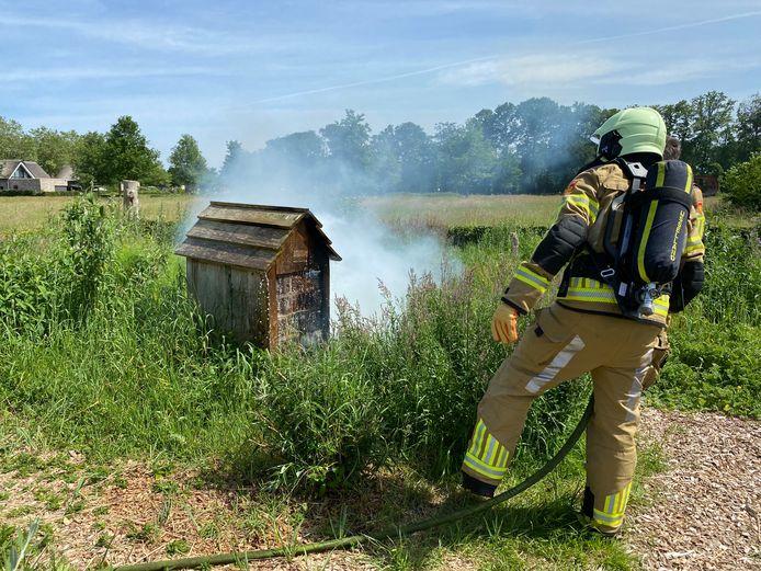 Een insectenhotel in de Vlinderstad Deventer is vandaag in brand gestoken, tot verbijstering van het naastgelegen Natuur- en milieueducatiecentrum Ulebelt.